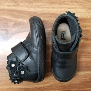 UGG Little Kids Jorgen Petal black boots